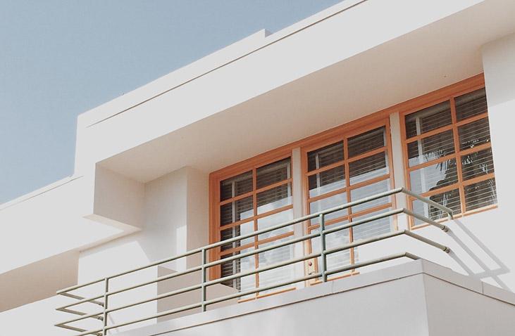 Holzfenster können Sie selbst etwa alle fünf Jahre renovieren