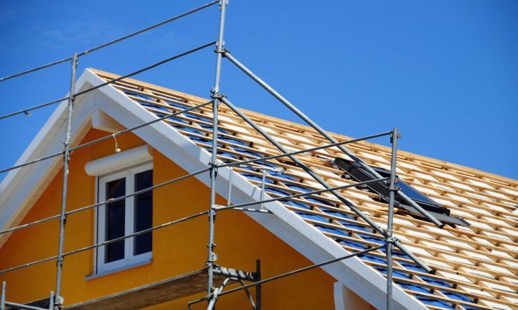 Dach das neu gebaut wird