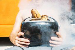 Verbranntes Baguette im Toaster