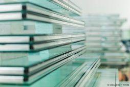 Glasscheibe in der Fensterproduktion