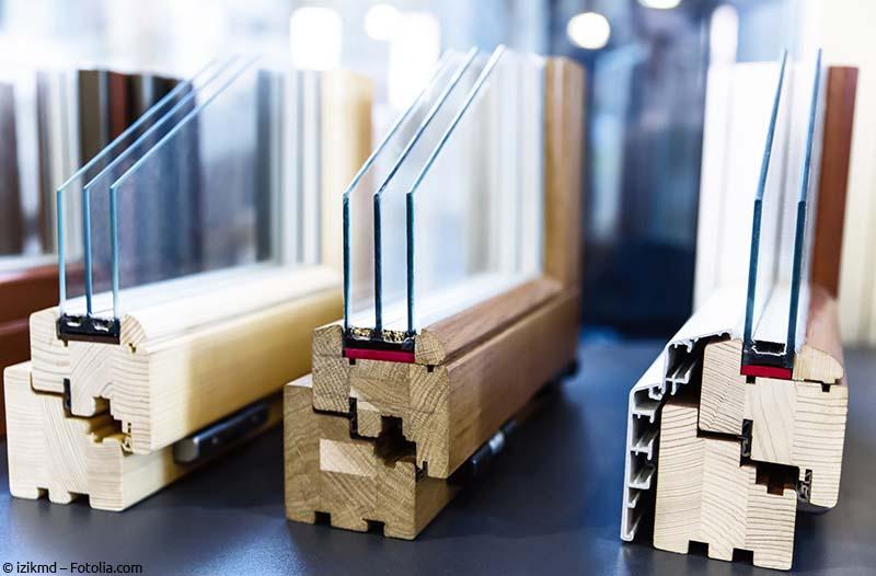 Verschiedene Holzfenster mit Profilen