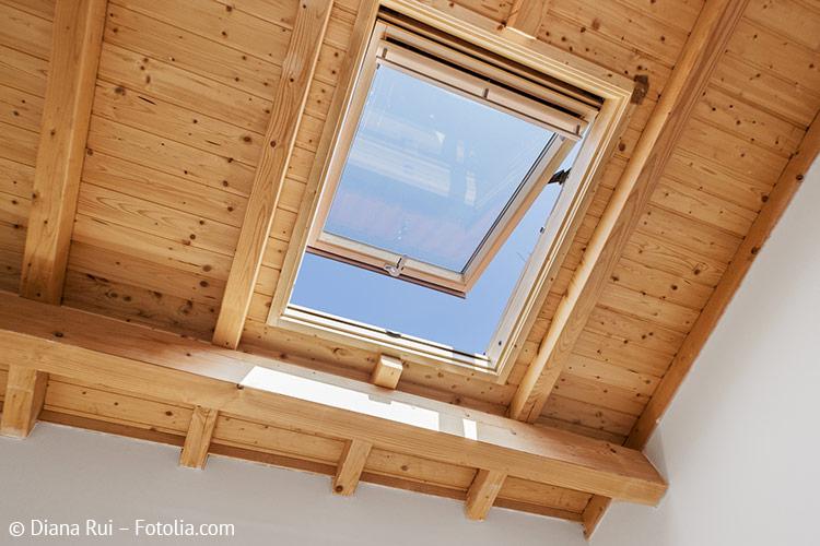Dachfenster aus Holz mit Kippfunktion