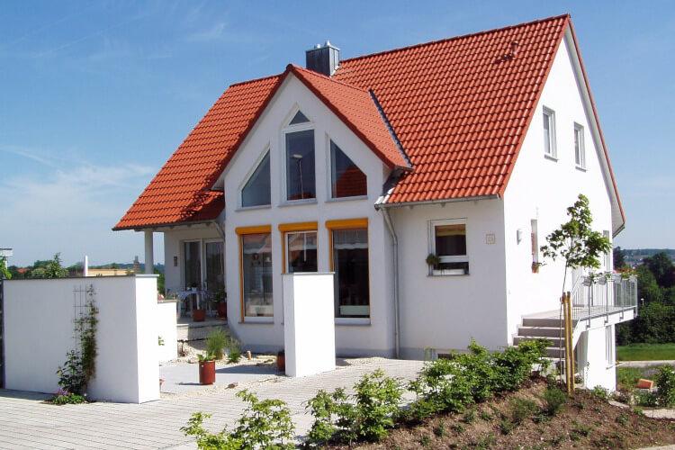 Haus mit Fenster von Bayerwald (Symbolbild)