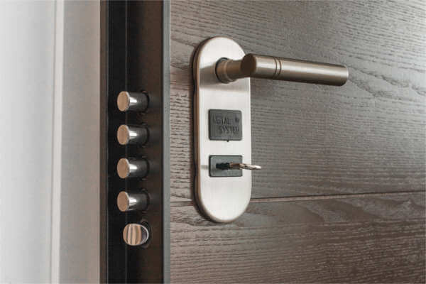 Türen-Material im Test: Kunststoff, Holz und Aluminium