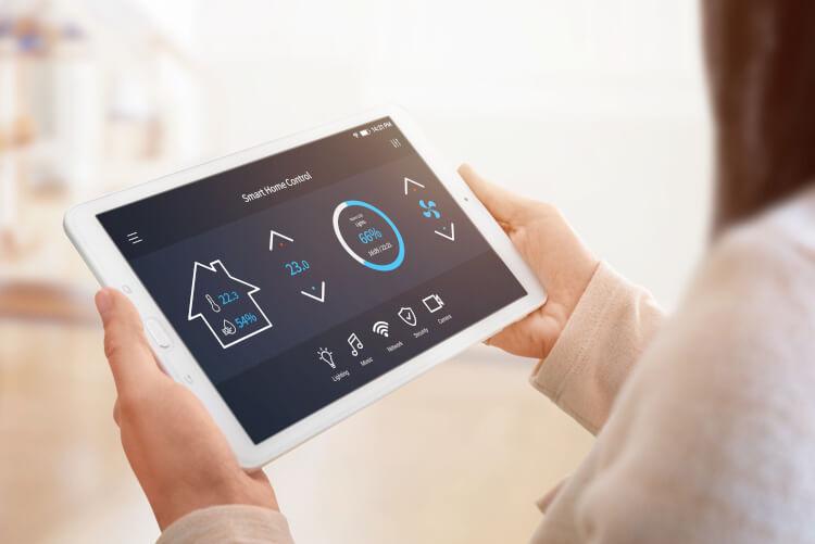 Smart-Home-Funktionen auf einem Tablet